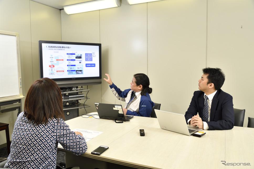 モータージャーナリストの飯田裕子さん(左)SUBARUの小山哉さん(中央)、理経の田村貴紀さん(右)