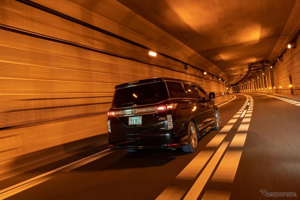 字光式ナンバープレート用LED照明器具「R-ray」はトンネルなどでも非常に視認性が高い