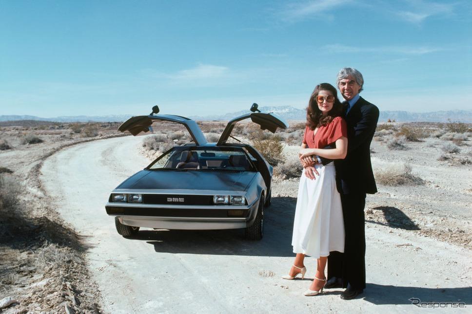 ジョン・デロリアンと妻のクリスティーナ・フェラーレ。背後はデロリアンDMC-12。