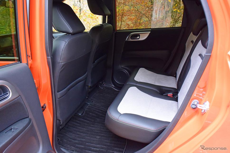後席は座面高、足元空間ともにまったく不満なし。