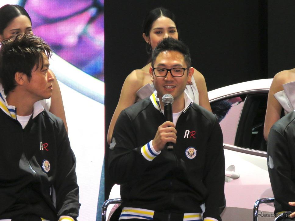 ルーキー・レーシングの豊田大輔選手(左は佐々木雅弘選手)。