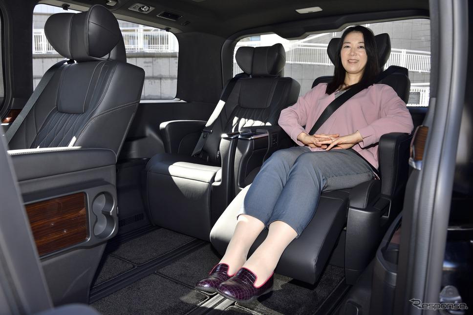 トヨタ グランエース Premium(3列6人乗り)の3列目シート