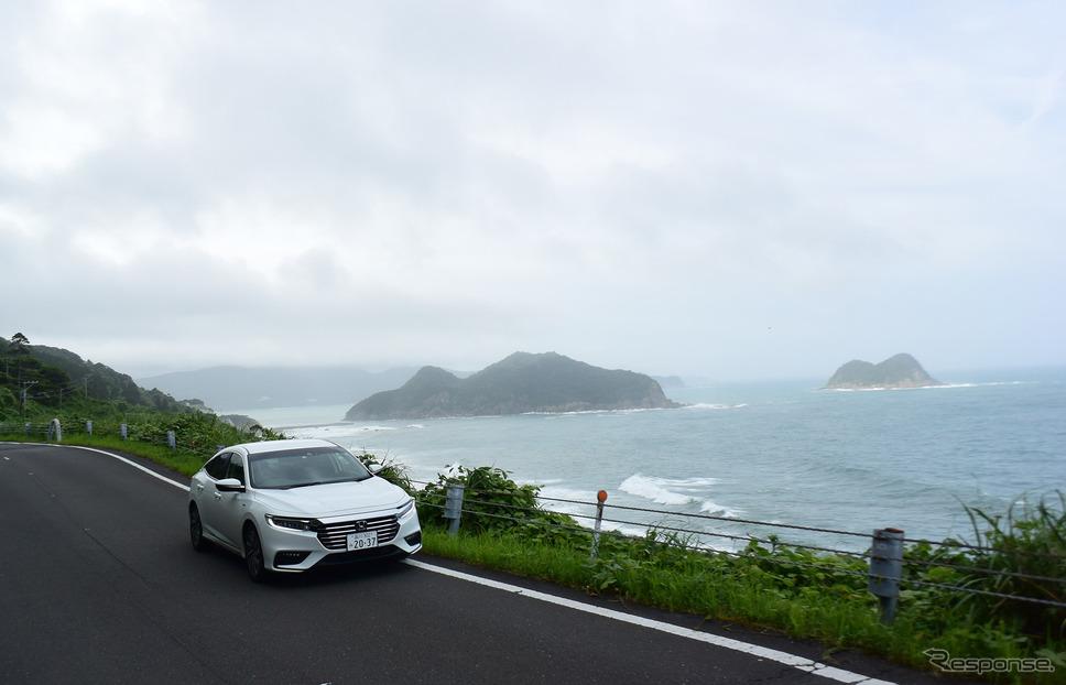 油津から都井岬へのルート。断崖絶壁を縫うように走る。