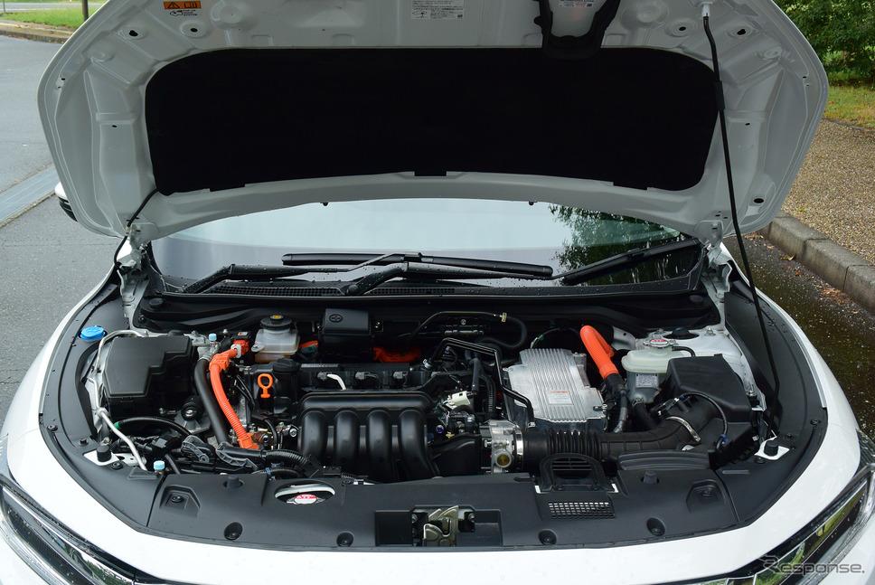 エンジンルーム。1.5リットルエンジン+2モーターのハイブリッドシステムのパフォーマンスは抜群で、燃費と動力性能を見事に両立していた。