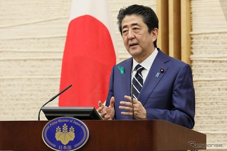 4月17日、札沼線北海道医療大学~新十津川間の運行終了後、緊急事態宣言の全国発出に関する記者会見を行なった安倍首相。