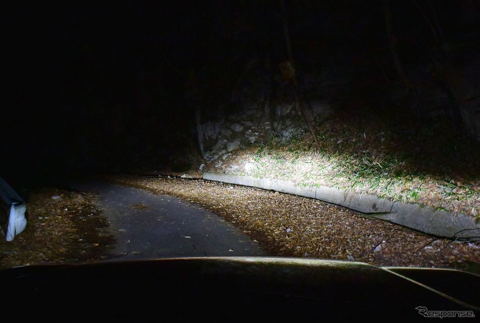 ヘッドランプは照射ムラが大きく、光量は不足気味、さらに配光特性が悪く、夜間の山道では恐怖すら覚えた。ロッキーの中で唯一、これはダメと言える部分だった。