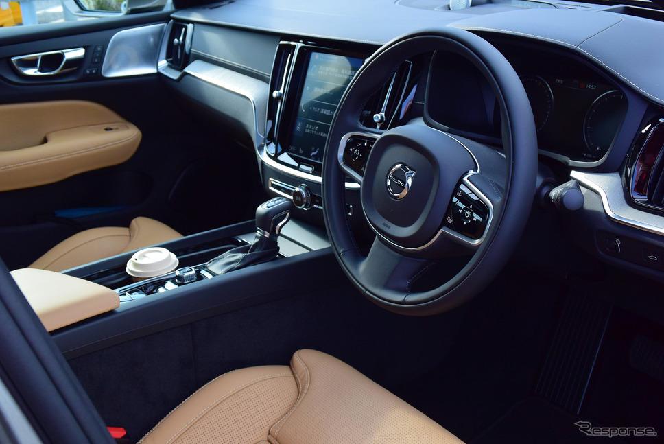 前席。インパネ、ダッシュボード、センターコンソールなどは基本的にワゴンと同一デザイン。