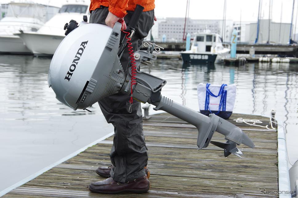 ホンダ「BF2」の重さは13.6kg。片手でも楽に持つことができる