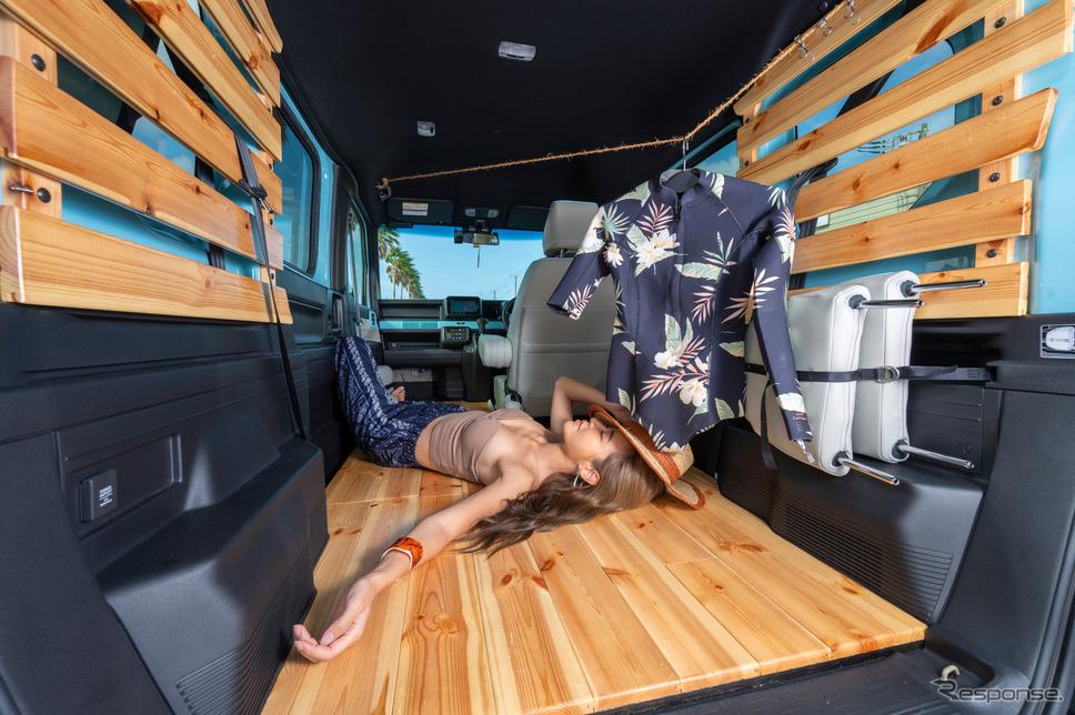 ウッドパネルを基調とした室内空間で、車内も快適に過ごすことができる