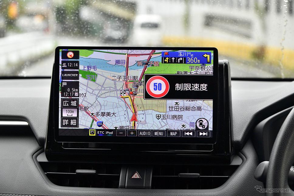道路標識は音声とポップアップで注意喚起をしてくれる