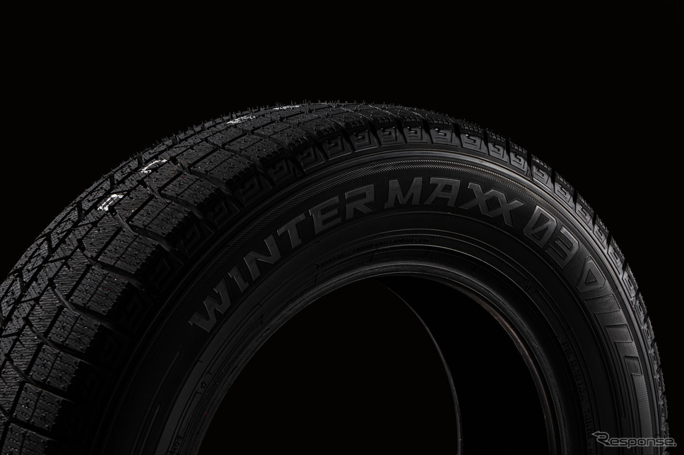 """今年新発売となる最新のダンロップウインターマックス03との組み合わせで、トヨタ ヤリス用のタイヤ (185/60R15) +『Rapid Performance ZE10 / EuroSpeed F10』のタイヤ&ホイールセットは""""10万1,200円(税込)""""+工賃で換えることができる"""